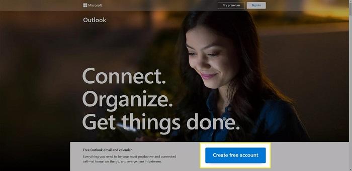 برای ایجاد حساب Outlook بر روی Create free account کلیک کنید.